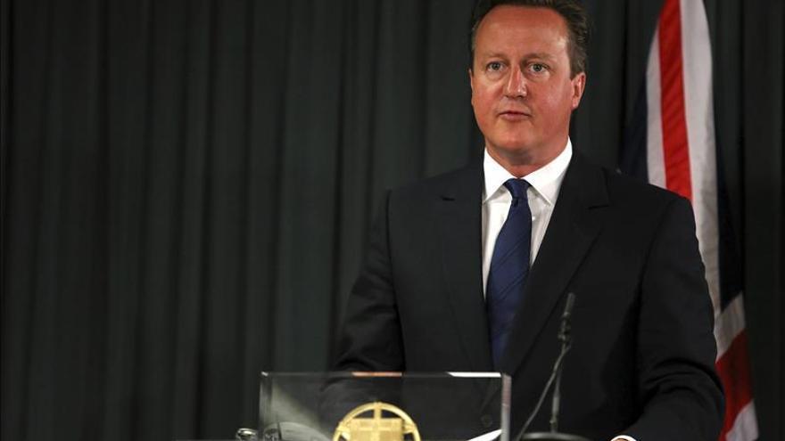 """Cameron anuncia que el Reino Unido dará asilo a """"miles de sirios más"""""""