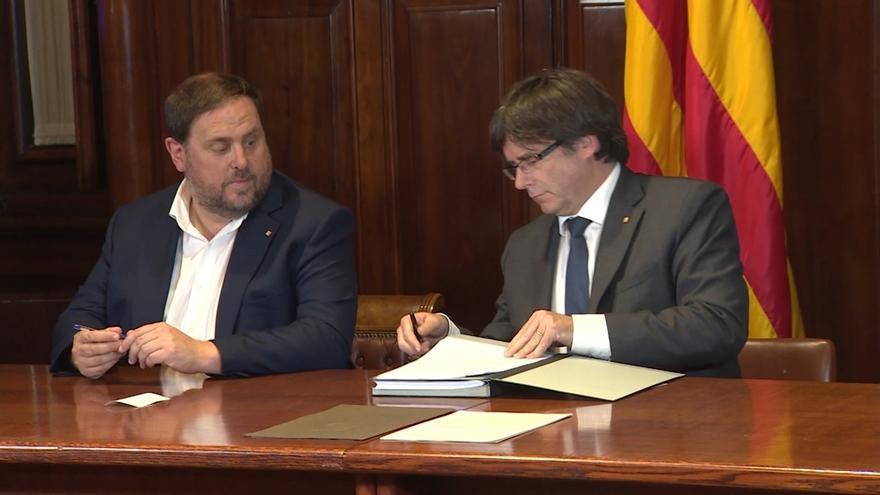 1-O- Puigdemont y Junqueras se reparten la responsabilidad de la publicación del decreto de convocatoria