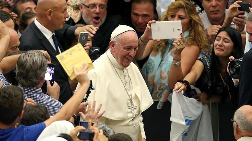 """El Papa recuerda que los divorciados que inician una nueva convivencia """"no son excomulgados"""""""