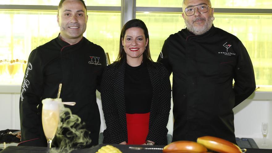 La consejera de Turismo, Industria y Comercio, Yaiza Castilla, y el director gerente de Hecansa, Alberto Ávila.