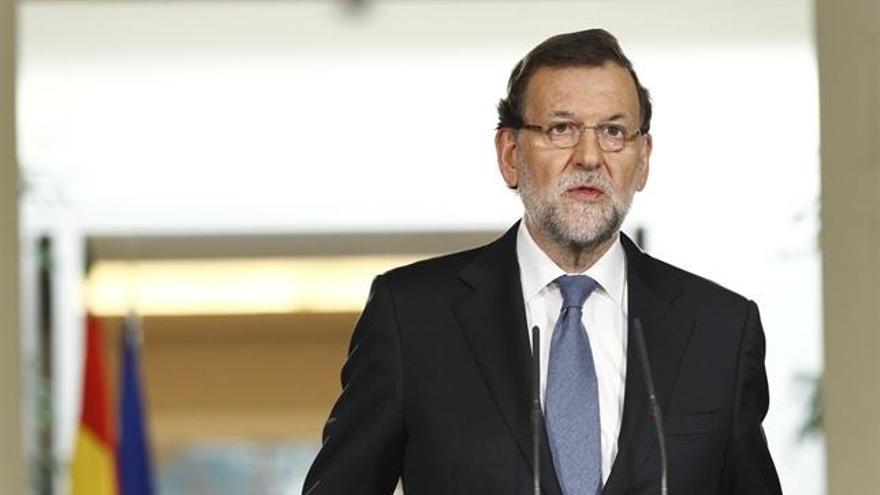 """Rajoy recalca que a España """"no le conviene"""" una """"coalición de PSOE y Podemos"""" y puede que """"algún otro"""""""