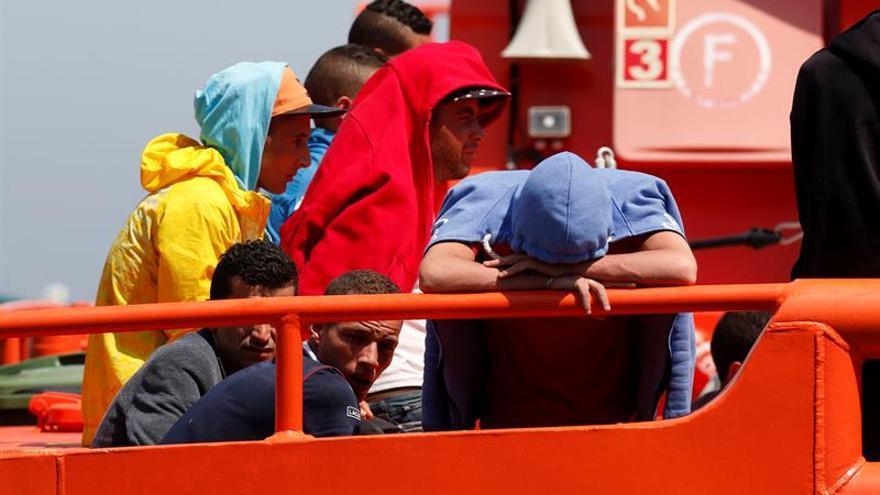 Rescatan a 15 argelinos de una patera interceptada en el Cabo de Gata