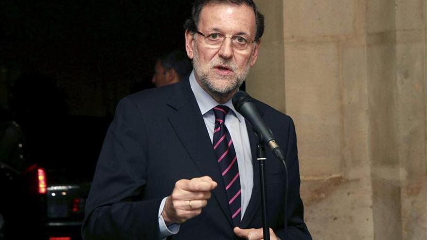 """Rajoy advierte del """"ridículo"""" de Mas y no se reunirá con él en secreto"""
