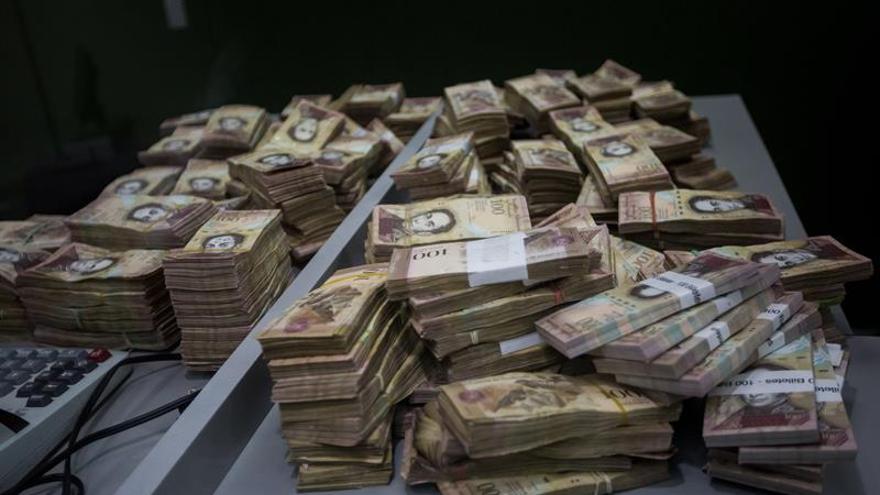 El billete más alto en Venezuela ya equivale a 1 dólar en el mercado paralelo