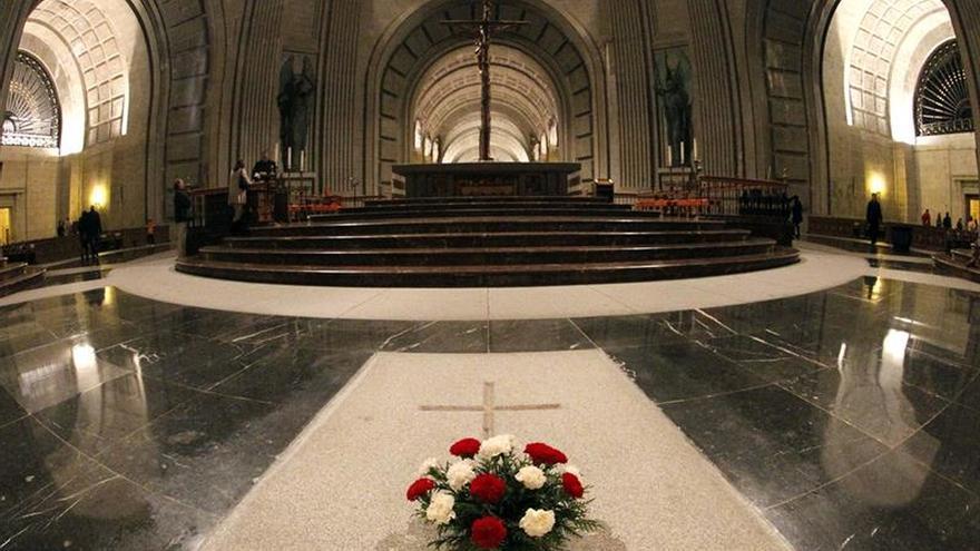 Tumba del dictador Francisco Franco en la basílica del Valle de los Caídos.
