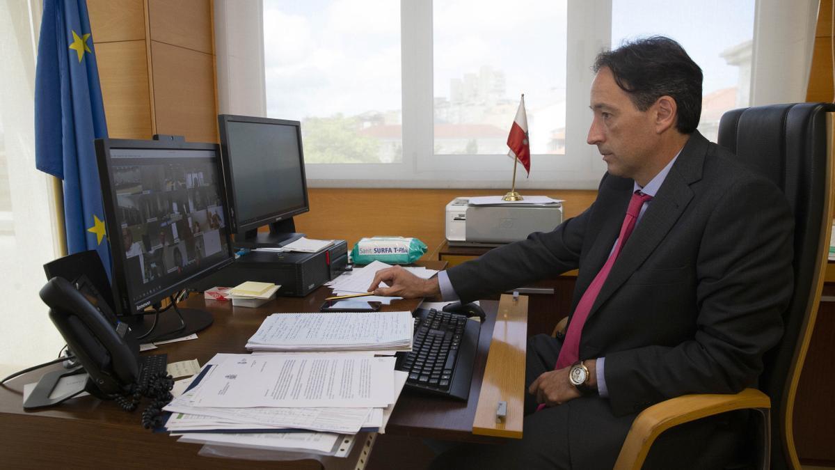 El consejero de Obras Públicas, José Luis Gochicoa