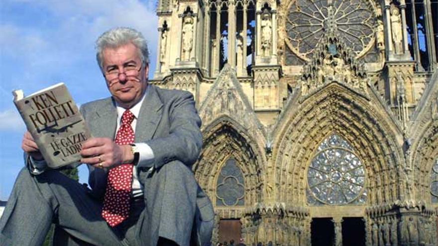 Ken Follett ofrece todo lo que recaude con su relato 'Notre Dame'