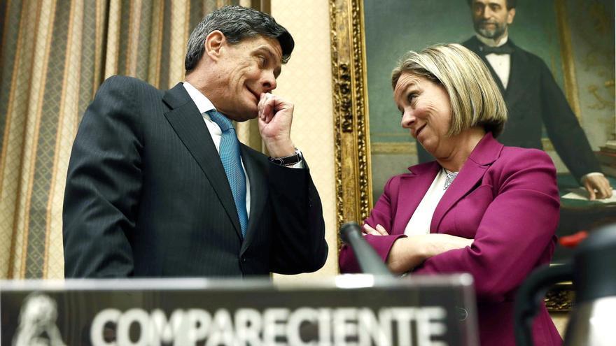 Jaime Echegoyen, presidente de Sareb, junto con Ana Oramas, presidenta de la comisión.