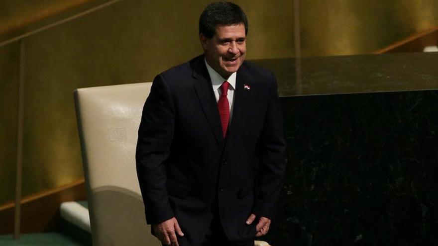 Aprueban el proyecto de reelección presidencial en Paraguay fuera de la sala de sesiones