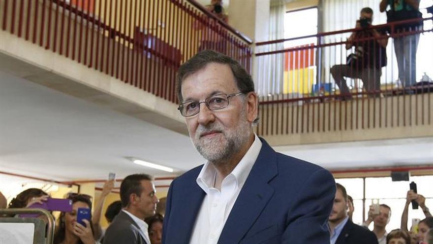"""Gritos enfrentados de """"¡Presidente!"""" y """"¡Sí se puede!"""" en la votación de Rajoy"""
