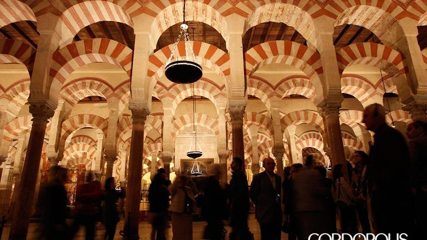 Interior de la Mezquita-Catedral de Córdoba | MADERO CUBERO