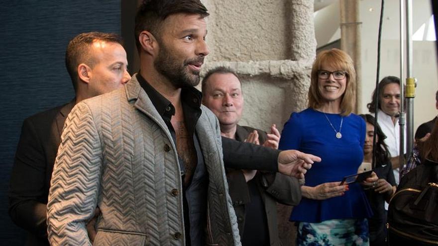 """Ricky Martin dice que se le da """"muy bien"""" el papel de amante de Versace"""