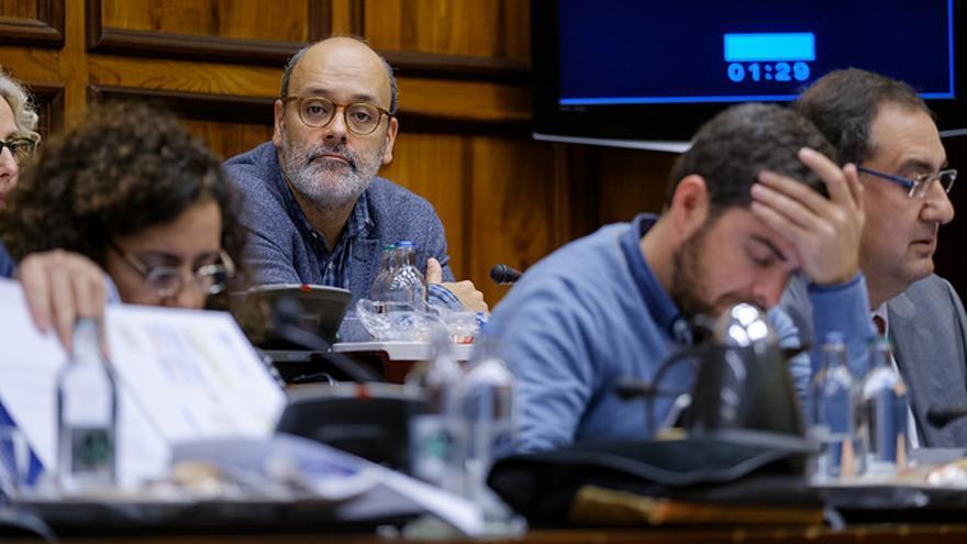 Juan Manuel Brito, en el pleno de este viernes. (CABILDO DE GRAN CANARIA)