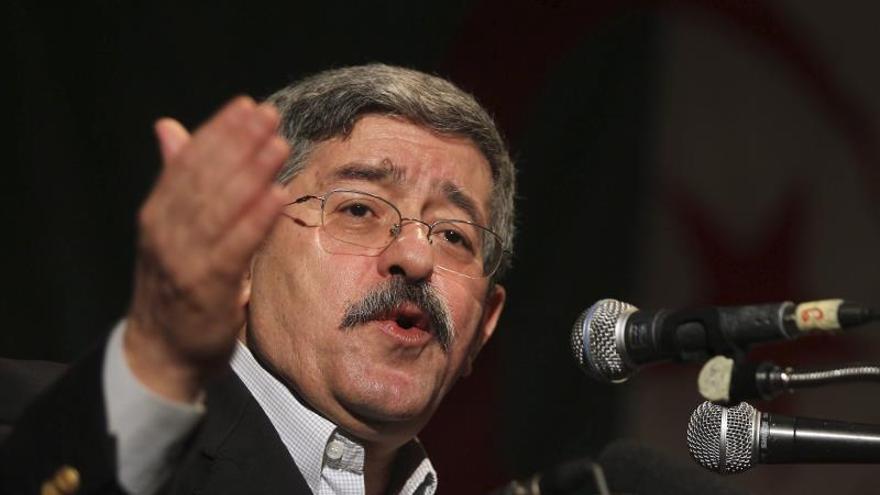El ex primer ministro argelino, Ahmed Ouyahia, en prisión preventiva dictada por el Tribunal Supremo por presuntos delitos de corrupción.