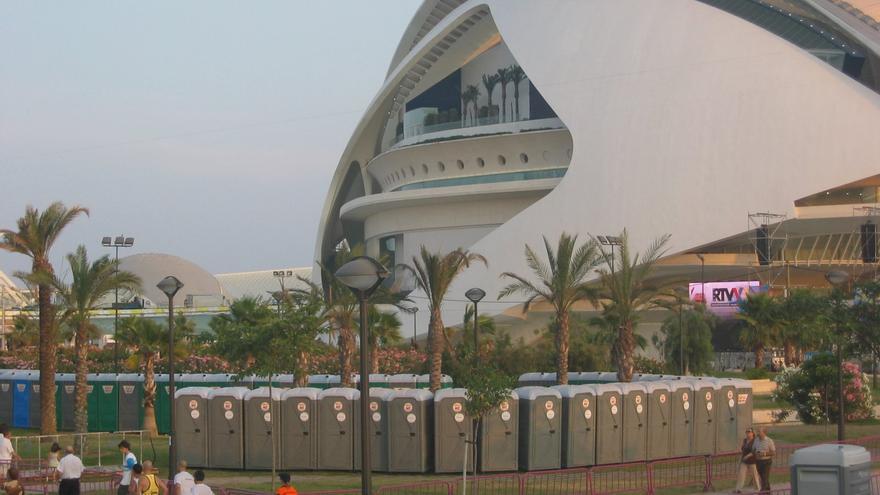 Urinarios instalados con motivo de la visita de Benedicto XVI a Valencia en julio de 2006.