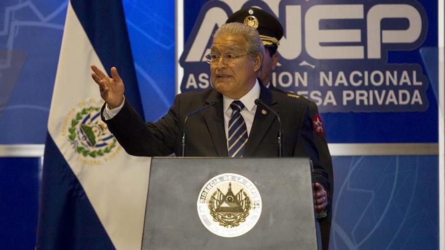 Supremo salvadoreño ordena a presidente recuperar las zonas controladas por los maras