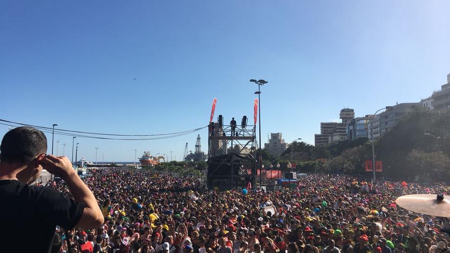 Participantes en el Carnaval de Día, este sábado en la avenida de Anaga