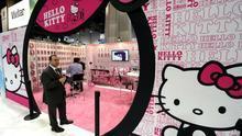 Bruselas multa a Sanrio con 6,2 millones por restringir el 'merchandising' de Hello Kitty