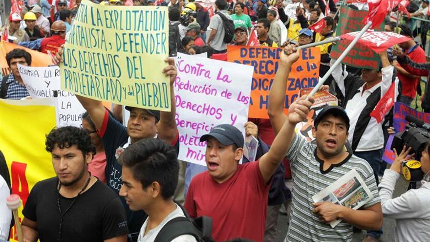 Estudiantes de Perú marcharán contra la moción de censura a ministro de Educación
