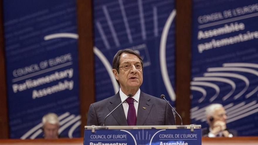 Greco y turcochipriotas interrumpen las negociaciones por la polémica conmemoración