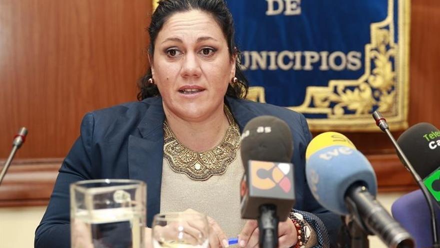 La alcaldesa de El Paso, María Dolores Padilla Felipe, presidió este martes la comisión de Parques Nacionales de la Fecam. Foto: EFE/Cristóbal García