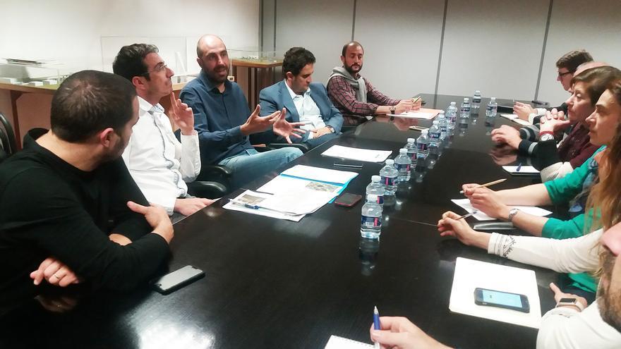 Imagen de la reunión del diputado de Carreteras Pablo Seguí con los miembros del Ayuntamiento de Pedralba