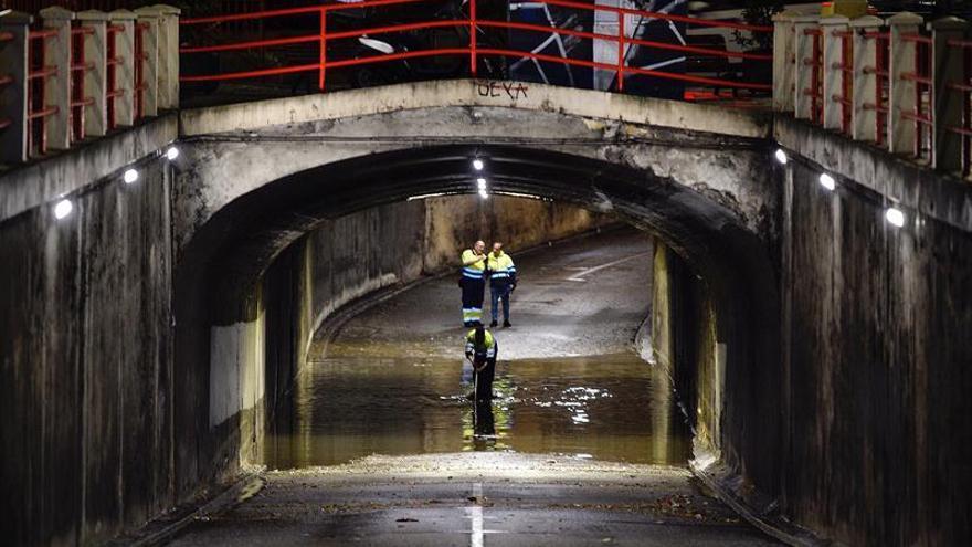 Tromba de 20 litros en veinte minutos anega calles y túneles en Valladolid