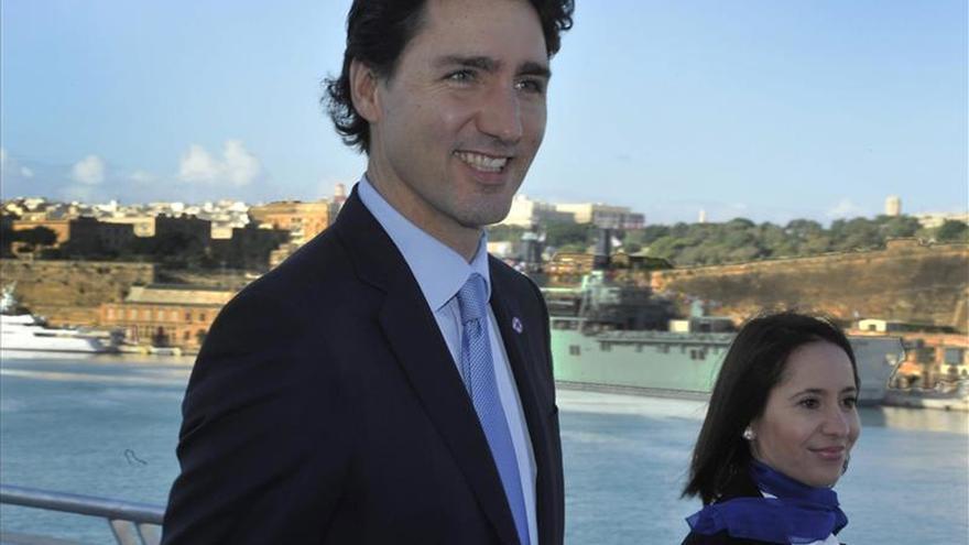 Llega a Canadá el primer avión de puente aéreo que transportará 10.000 sirios