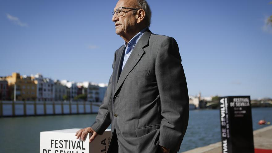 El veterano productor y cineasta recoge en Sevilla el Giraldillo de Honor del Festival de Cine Europeo al conjunto de su trayectoria