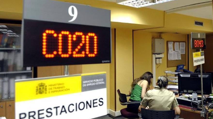 Usuarios de una oficina pública de empleo, en Canarias