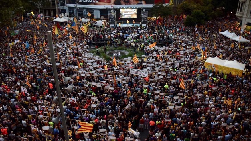 Protesta frente a la sede de Economía un año después