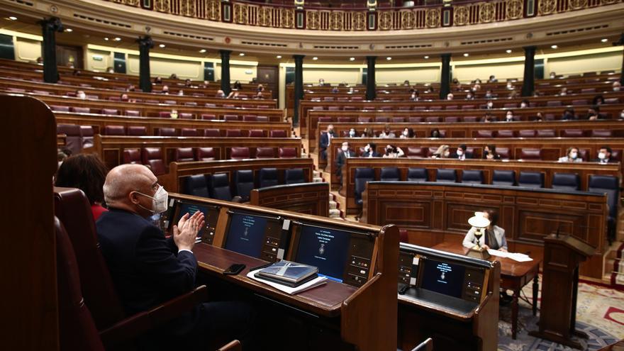 Archivo - Diputados en el hemiciclo del Congreso