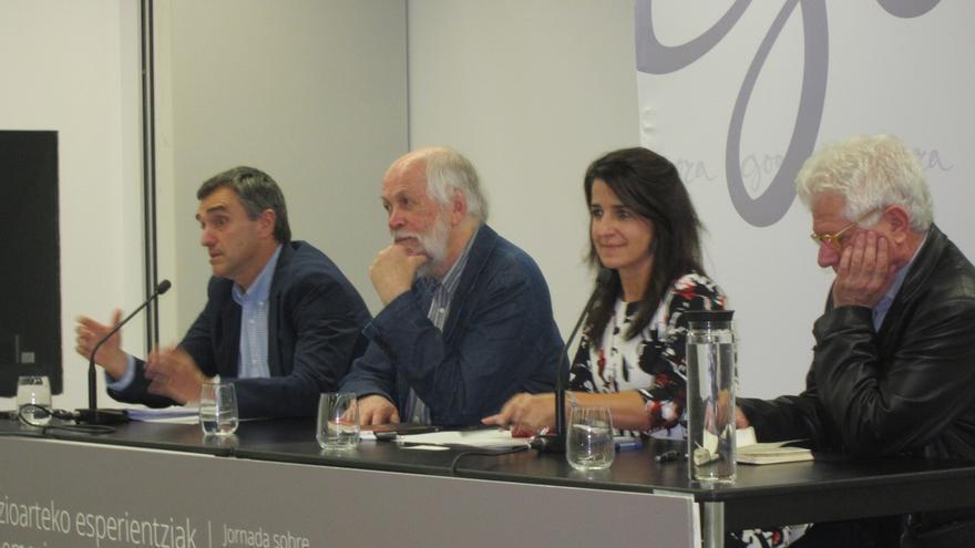 """Fernández reconoce que nunca es posible un """"acuerdo completo"""" sobre el pasado, pero sí lo es fijar unos """"mínimos"""""""
