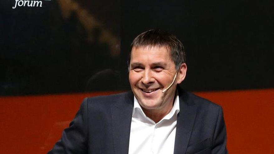 La presidenta del Parlament recibirá mañana a Otegi pese a las críticas