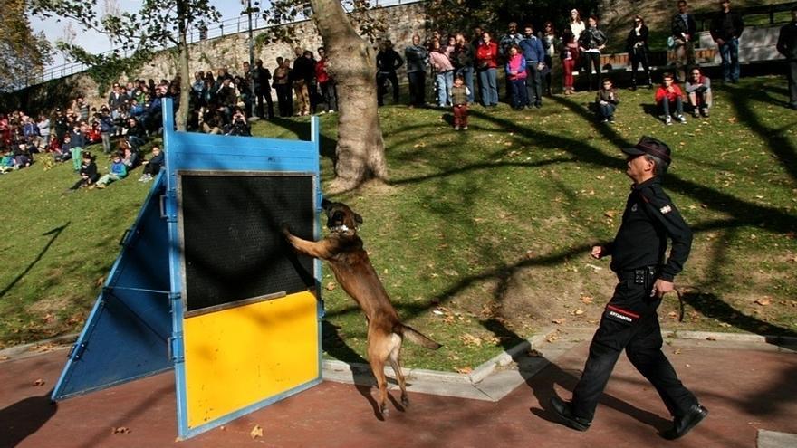 La Ertzaintza de Bilbao ha celebrado su primera jornada de puertas abiertas para las familias de los agentes