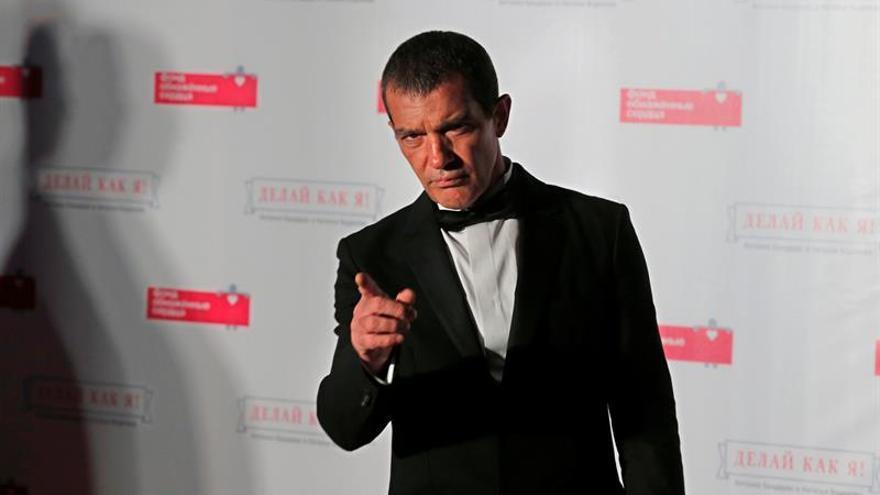 """La familia de Antonio Banderas asegura que el actor """"está mejor que nunca"""""""