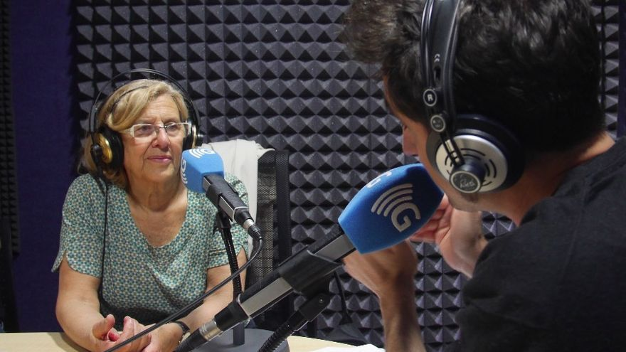 Manuela Carmena durante la entrevista en Carne Cruda