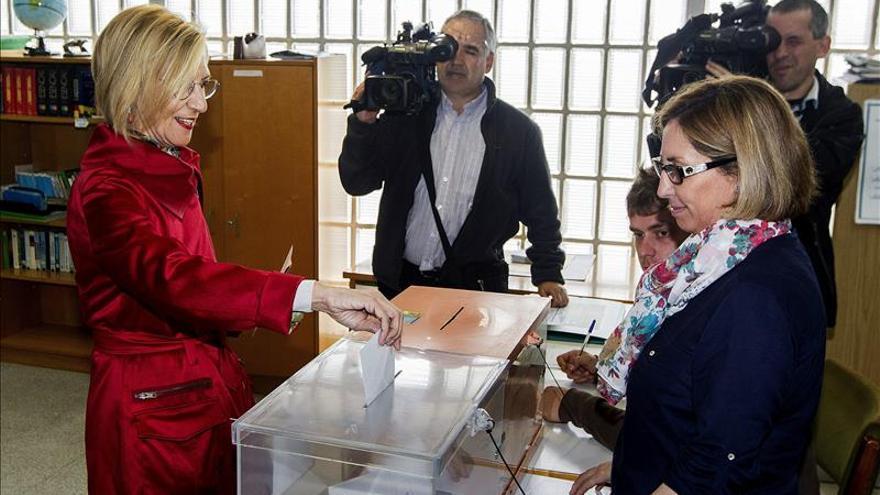 Rosa Díez dice a los ciudadanos que deben votar, pero también elegir
