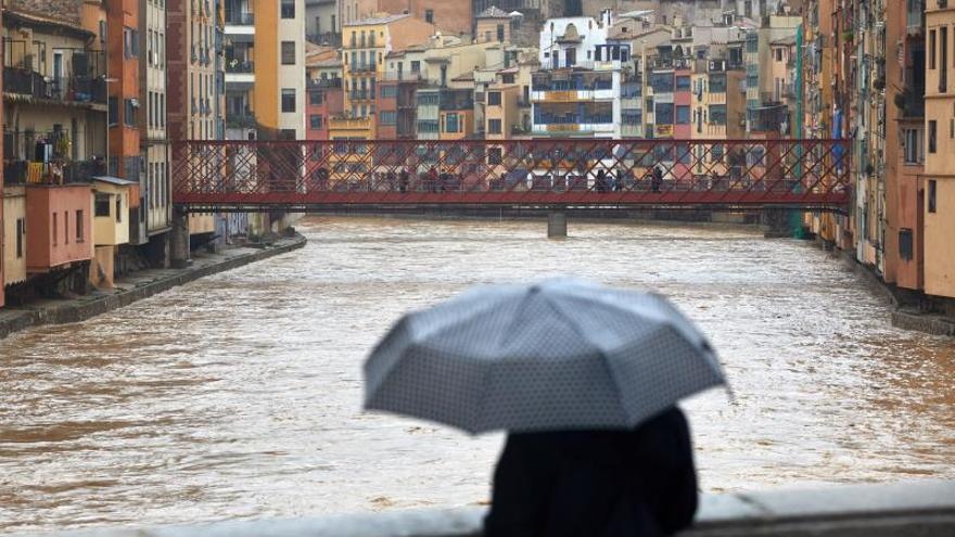 El rio Onyar ayer a su paso por la ciudad de Girona.