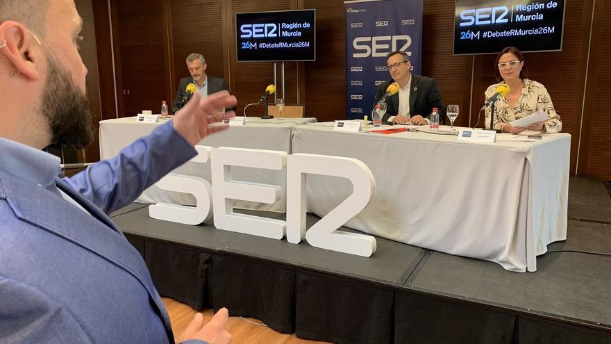 Óscar Urralburu (Podemos), Diego Conesa (PSOE) e Isabel Franco (Ciudadanos), durante el debate organizado por la Cadena SER de Murcia