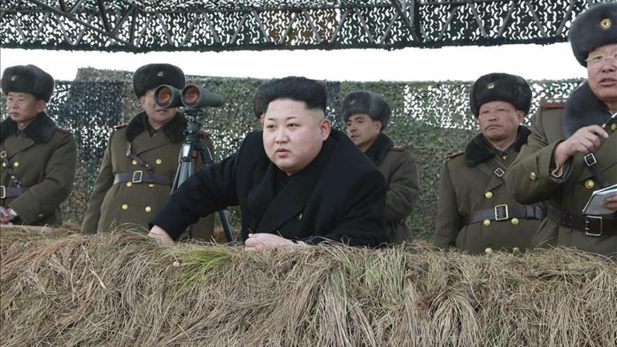 """El líder norcoreano elogia la capacidad de """"ataque suicida"""" de sus pilotos"""