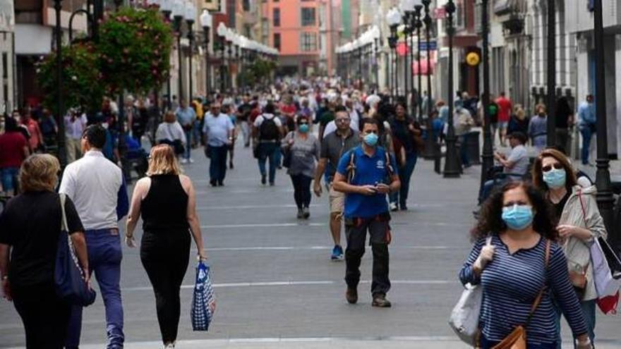 Canarias se repliega para protegerse del virus en Navidad