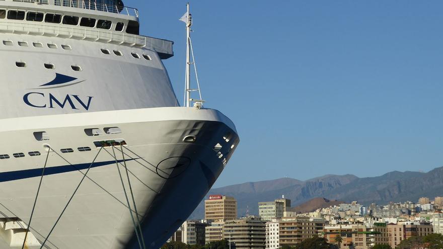 Proa de la embarcación de pasaje 'Columbus', este sábado en el puerto de Santa Cruz