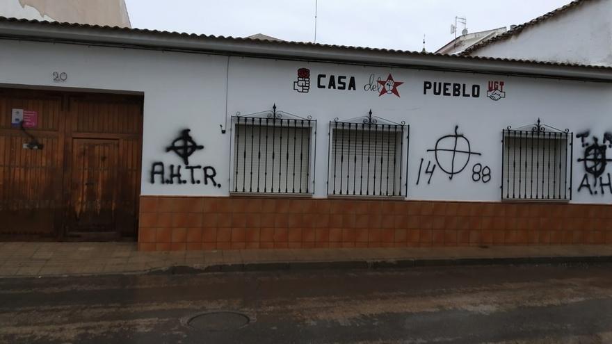 Pintadas fascistas en la sede del PSOE de Campo de Criptana