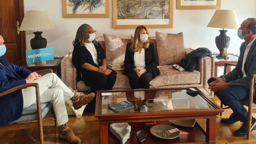 El Cabildo recibe la visita institucional de representantes diplomáticas de Reino Unido en Canarias