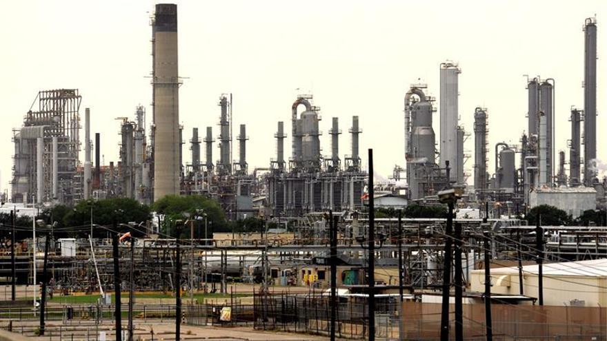 Vista de la refinería de la petrolera anglo-holandesa Royal Dutch Shell en Bayton, Texas.