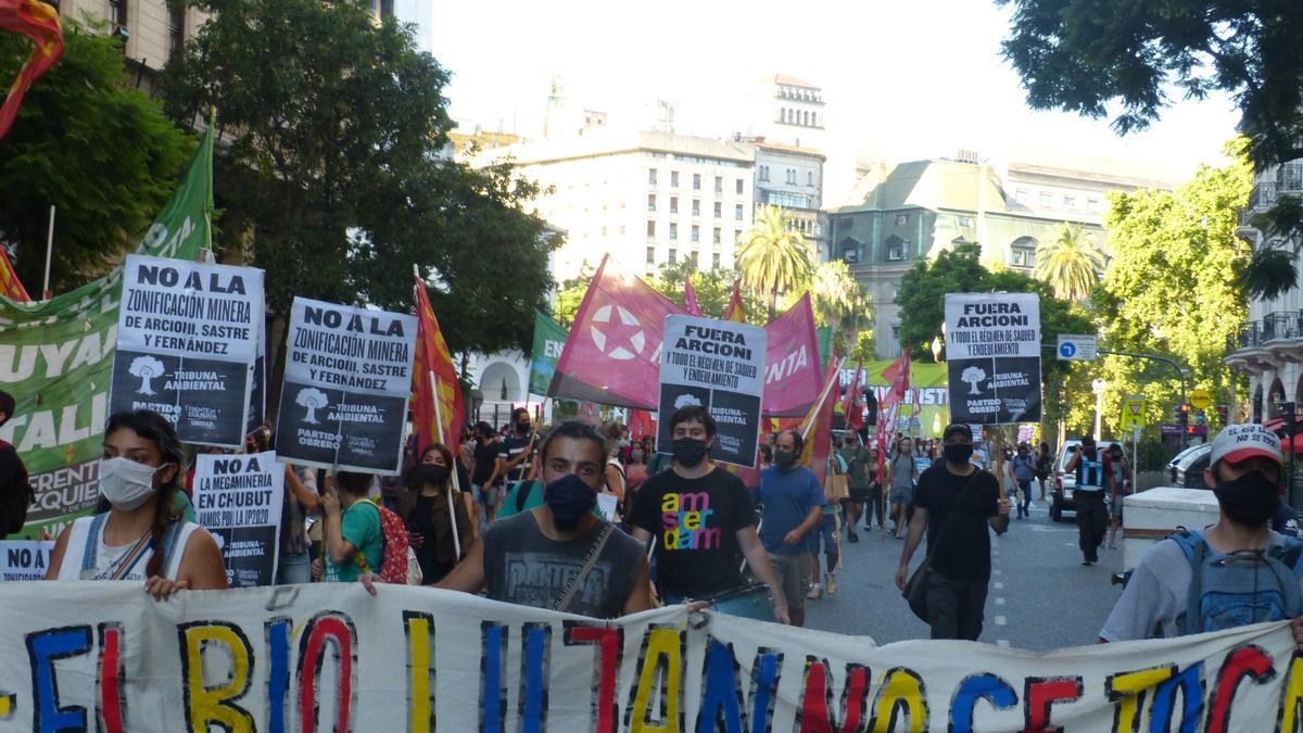 Marcha del jueves 4 de febrero en el centro porteño contra la megaminería en Chubut.