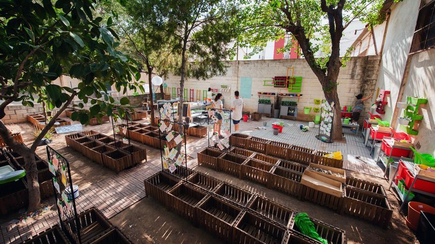Uno de los huertos urbanos en el Colegio Público Gaspar Gil Polo de Valencia