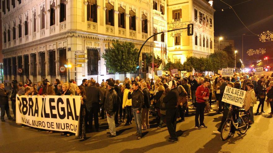 Concentración de la Plataforma Pro Soterramiento ante la Delegación del Gobierno en Murcia / PSS