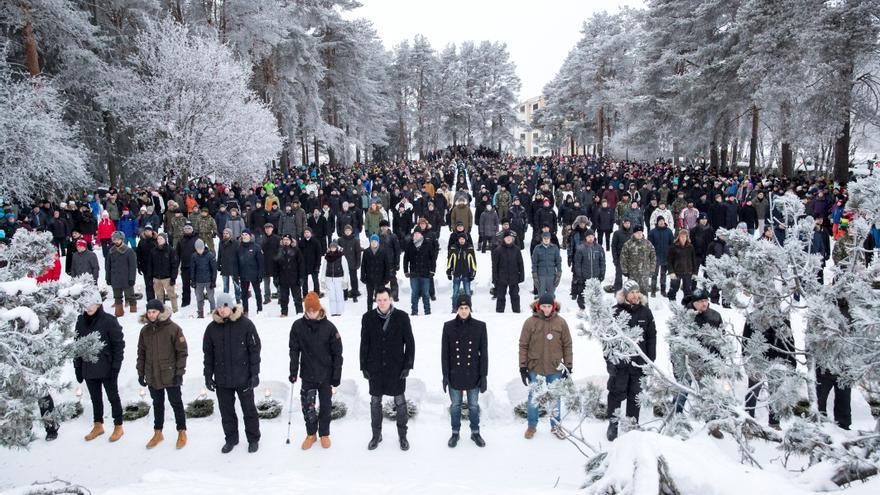 609 voluntarios hacen una guardia de honor en las tumbas de los soldados, en Rovaniemi, Finlandia, el 6 de diciembre del 2017, en la celebración del centenario de la independencia.